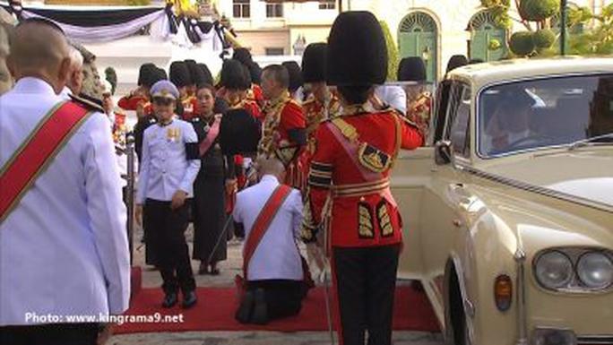 Thái Lan: Thi hài cố quốc vương được đưa vào tháp hỏa táng - Ảnh 17.