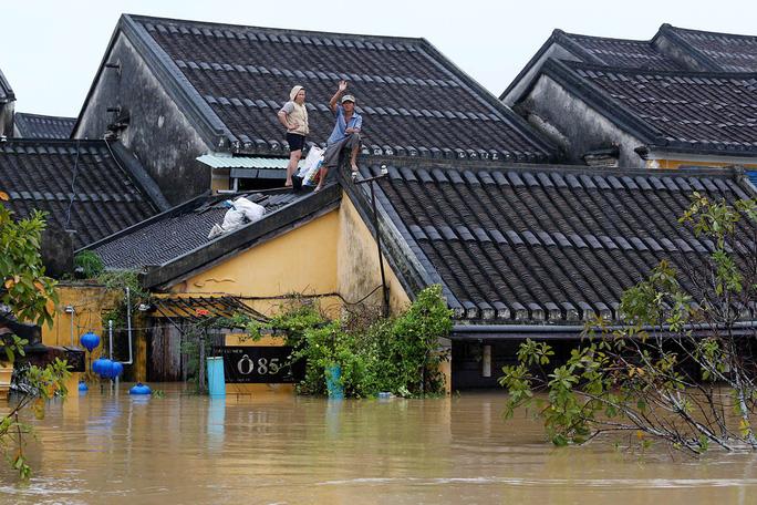 Hình ảnh lũ lụt miền Trung ngập tràn báo chí nước ngoài - Ảnh 7.