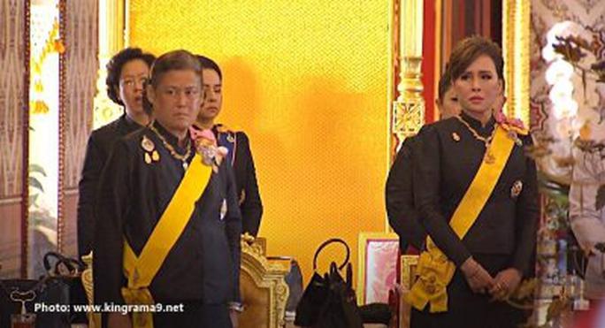 Thái Lan: Thi hài cố quốc vương được đưa vào tháp hỏa táng - Ảnh 18.