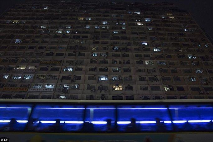 """Dễ sợ """"nhà hòm"""" ở Hồng Kông - Ảnh 9."""