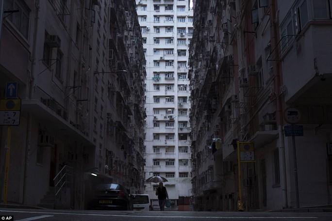 """Dễ sợ """"nhà hòm"""" ở Hồng Kông - Ảnh 10."""