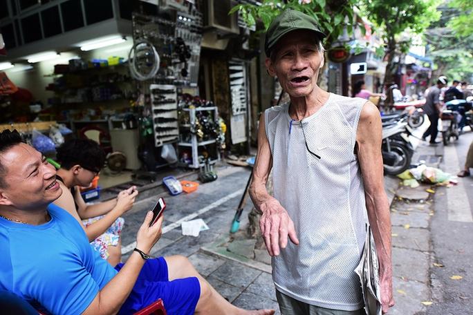 Hai người trong căn hộ 2 mét vuông ở Hà Nội! - Ảnh 10.
