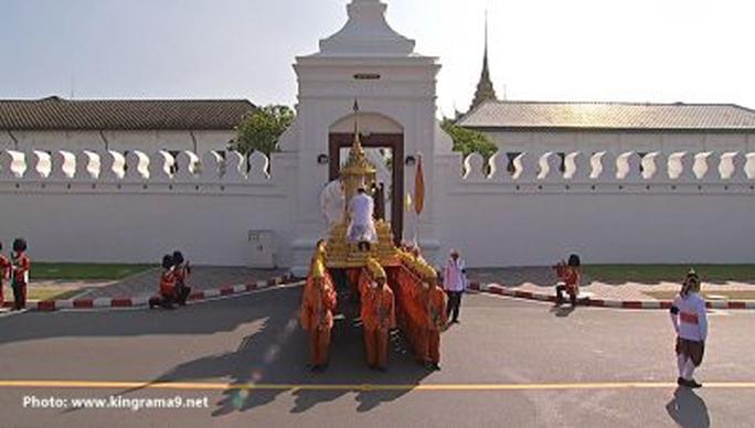 Thái Lan: Thi hài cố quốc vương được đưa vào tháp hỏa táng - Ảnh 20.