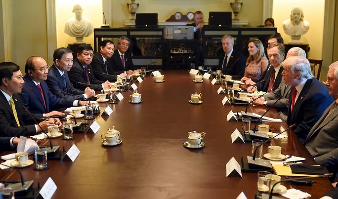 Thủ tướng Nguyễn Xuân Phúc hội đàm với Tổng thống Donald Trump - Ảnh 2.