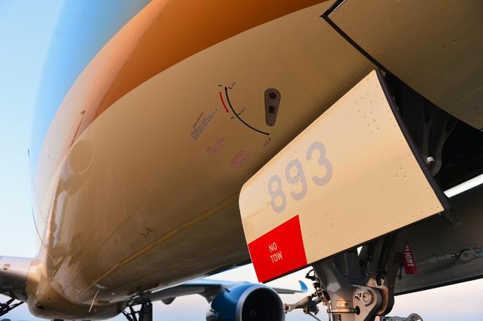 Cận cảnh chiếc siêu máy bay A350-900 thứ 8 của Vietnam Airlines - Ảnh 2.