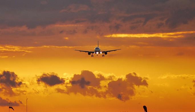 Nắng nóng hành máy bay, tàu hỏa, xe hơi như thế nào? - Ảnh 1.