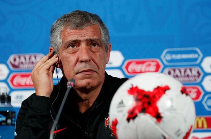 HLV tuyển Bồ Đào Nha tin Ronaldo vô tội - Ảnh 2.