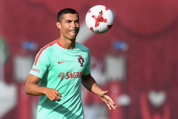 HLV tuyển Bồ Đào Nha tin Ronaldo vô tội - Ảnh 1.