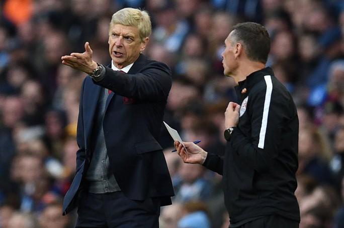 Wenger: Trọng tài Premier League ngày càng dở - Ảnh 1.