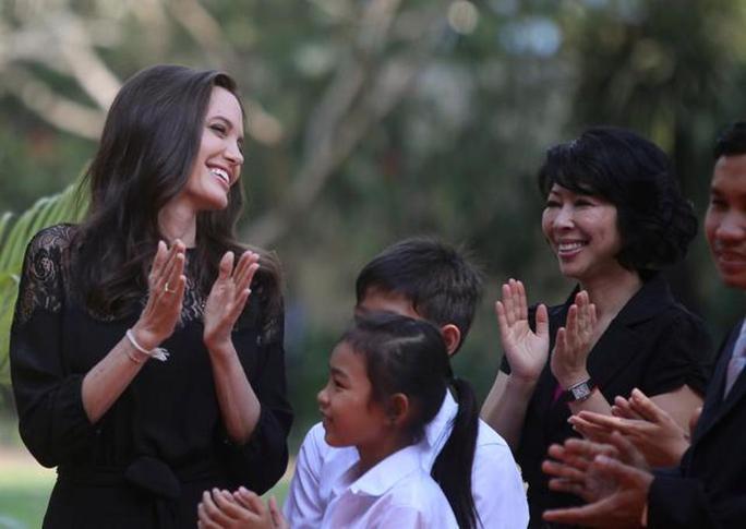 Campuchia mang phim của Angelina đi tranh Oscar - Ảnh 1.