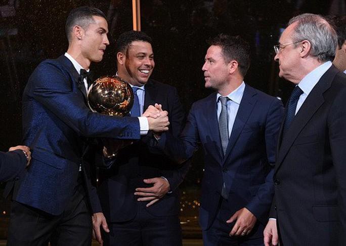 Vượt Messi và Neymar, Ronaldo đoạt Quả bóng vàng 2017 - Ảnh 4.