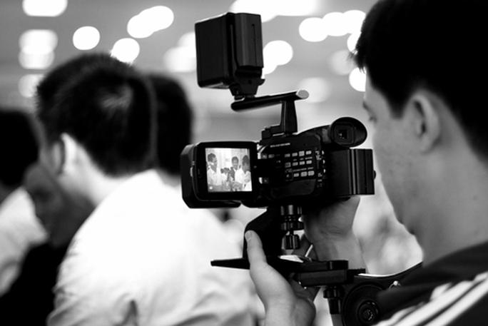 Đề xuất tiêu chuẩn chức danh, xếp lương phát thanh viên, quay phim... - Ảnh 1.