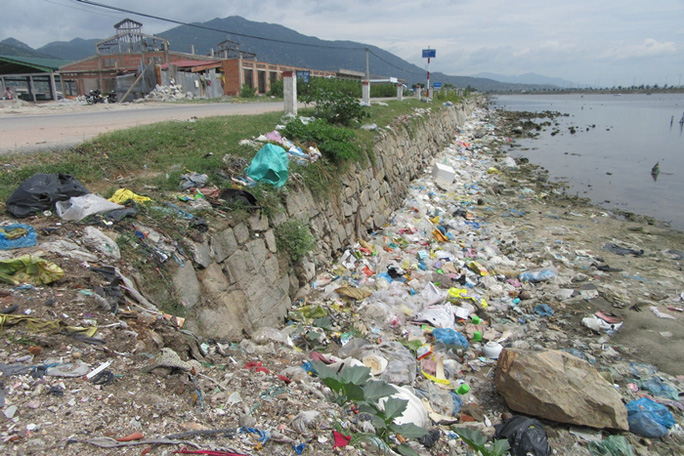 Bất lực nhìn biển Ninh Thuận ngập rác - Ảnh 2.