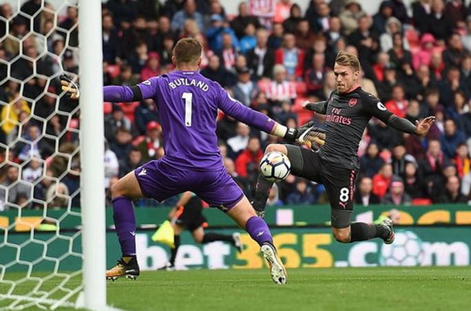 Arsenal thất thủ trước Stoke vì vừa xui vừa lãng phí - Ảnh 3.