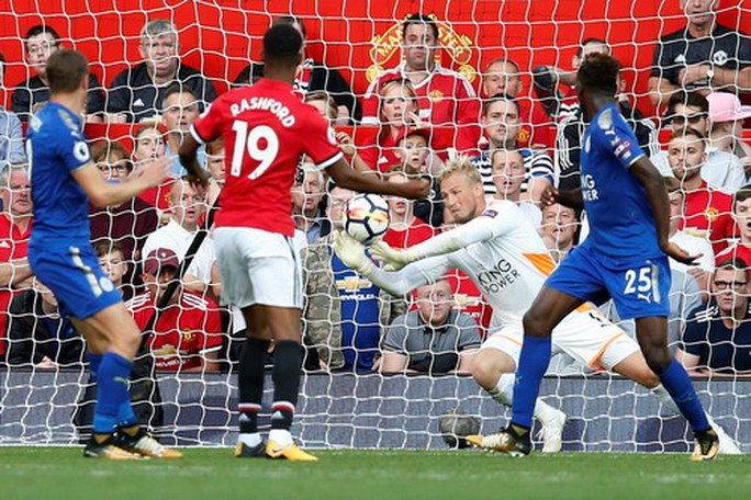 Nhấn chìm Leicester, Man United lập hat-trick chiến thắng - Ảnh 4.