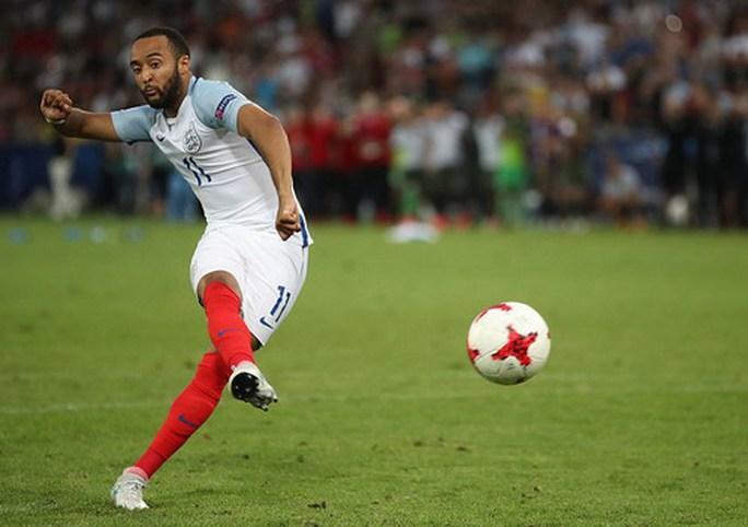 Giấu bí kíp trong vớ, thủ môn U21 Đức loại tuyển Anh ở loạt đá penalty - Ảnh 7.