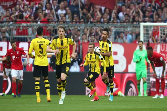 Khoảnh khắc vui mừng hiếm hoi của Dortmund