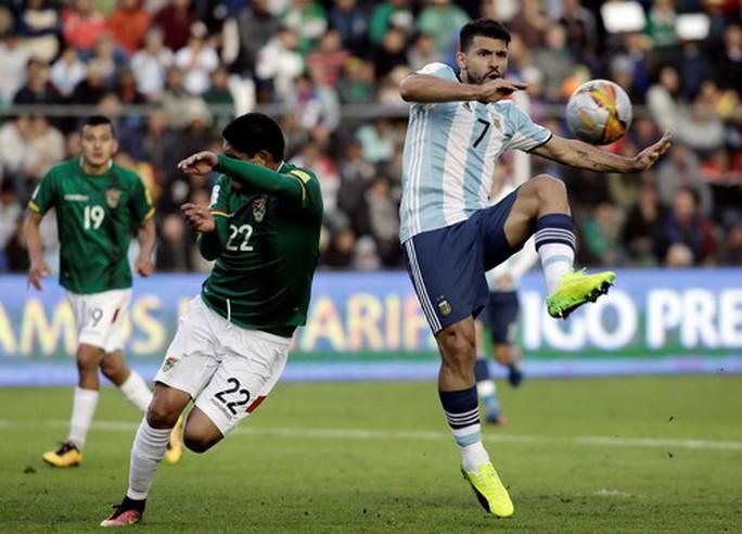Sốc: Aguero và Lukaku lọt danh sách đề cử Quả bóng vàng - Ảnh 3.