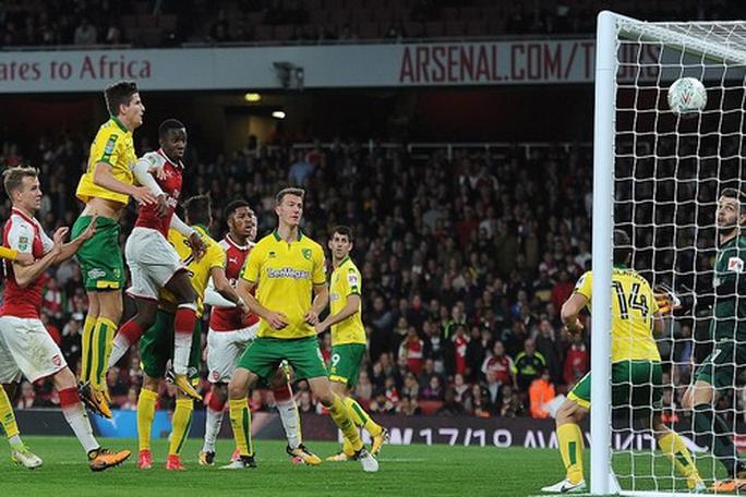 Man United hồi sinh ở League Cup, sao 18 tuổi giải cứu Arsenal - Ảnh 5.