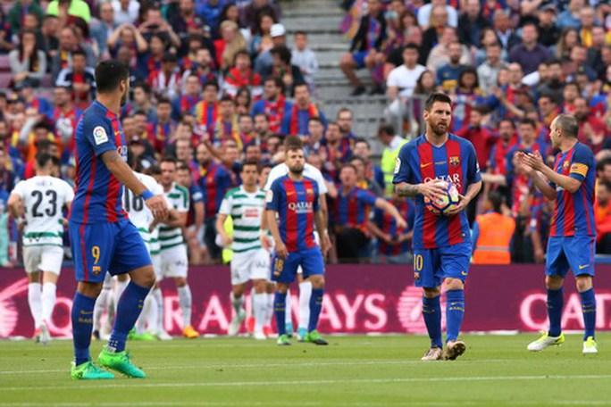 Real Madrid vô địch ở Rosaleda, Barcelona mất ngôi La Liga - Ảnh 11.