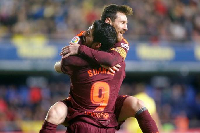 Nhấn chìm tàu ngầm vàng, Barcelona vững ngôi đầu La Liga - Ảnh 6.