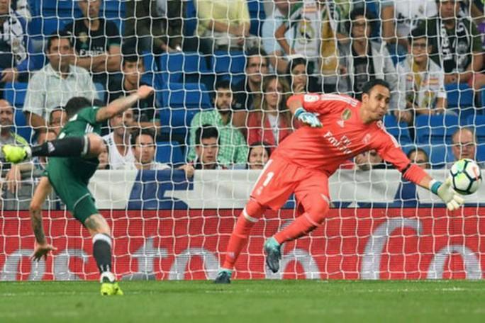 Dị nhân Ronaldo tái xuất, Real Madrid thua trắng Betis - Ảnh 4.