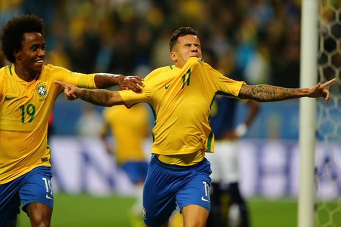 Coutinho tái xuất ấn tượng, Brazil lên ngôi số 1 Nam Mỹ - Ảnh 6.