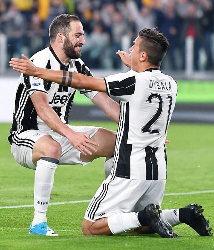 Juventus chia cắt bộ đôi sát thủ Ronaldo và Gonzalo Higuain - Ảnh 1.