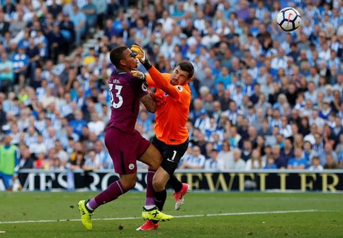 Thắng vất vả tân binh Brighton, Man City lên đầu bảng - Ảnh 3.
