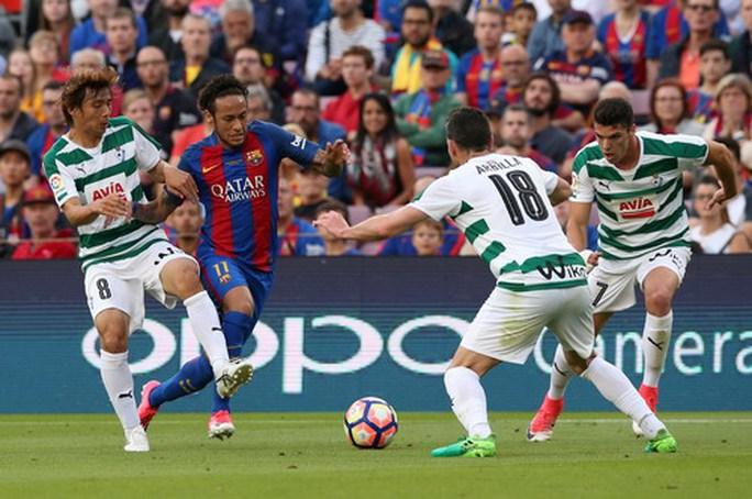 Real Madrid vô địch ở Rosaleda, Barcelona mất ngôi La Liga - Ảnh 8.