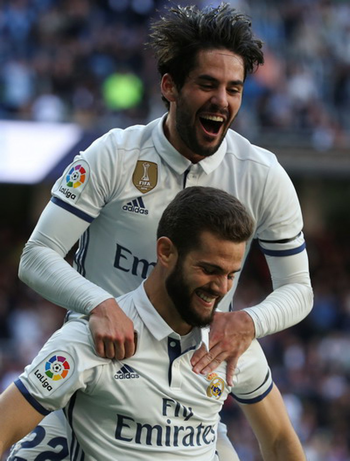 Isco (trên) và Nacho - tác giả hai bàn thắng cuối trận cho Real Madrid