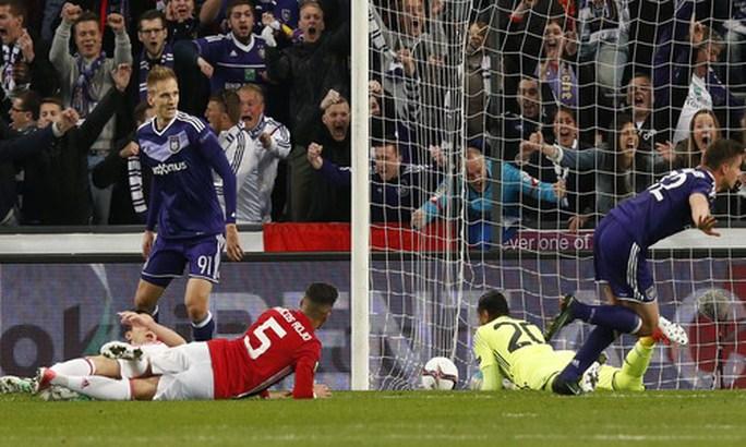 Leander Dendoncker ghi bàn, gỡ hòa cho Anderlecht