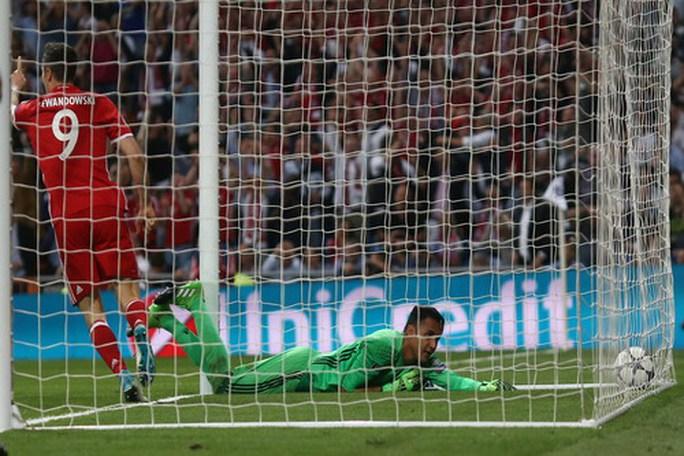 Lewandowski sút thắng phạt đền, Bayern mở tỉ số