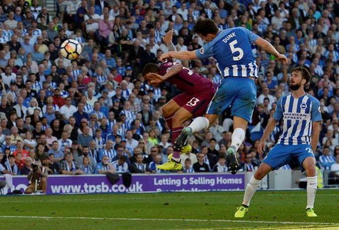 Thắng vất vả tân binh Brighton, Man City lên đầu bảng - Ảnh 5.