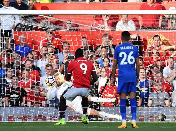 Nhấn chìm Leicester, Man United lập hat-trick chiến thắng - Ảnh 3.