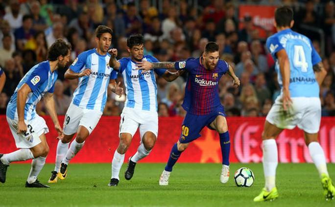 Trọng tài tặng 3 điểm, Barcelona tăng tốc dẫn đầu La Liga - Ảnh 2.
