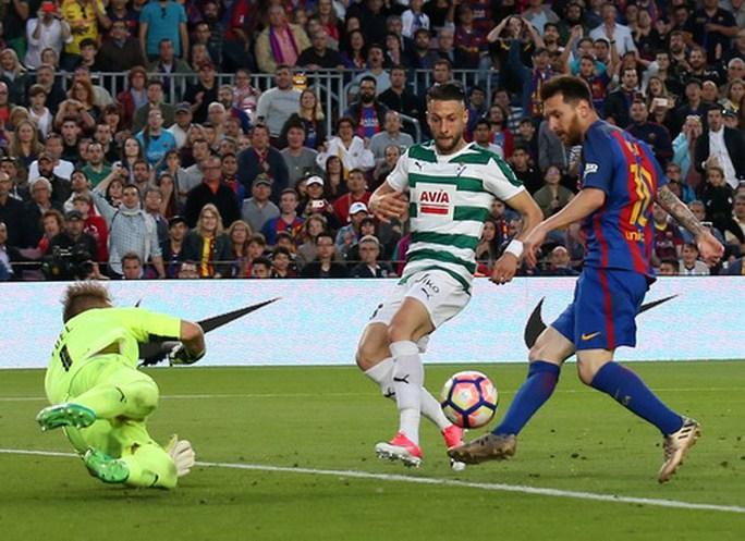 Real Madrid vô địch ở Rosaleda, Barcelona mất ngôi La Liga - Ảnh 10.