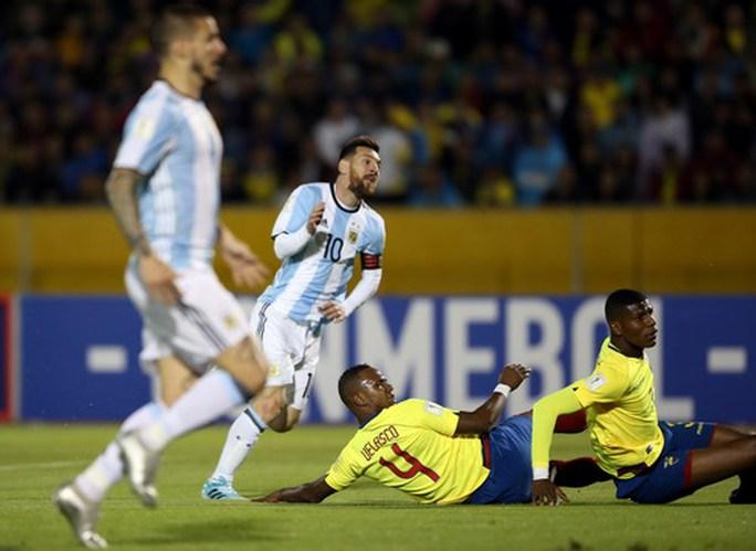 Lập hat-trick, Messi giành vé World Cup 2018 cho Argentina - Ảnh 4.