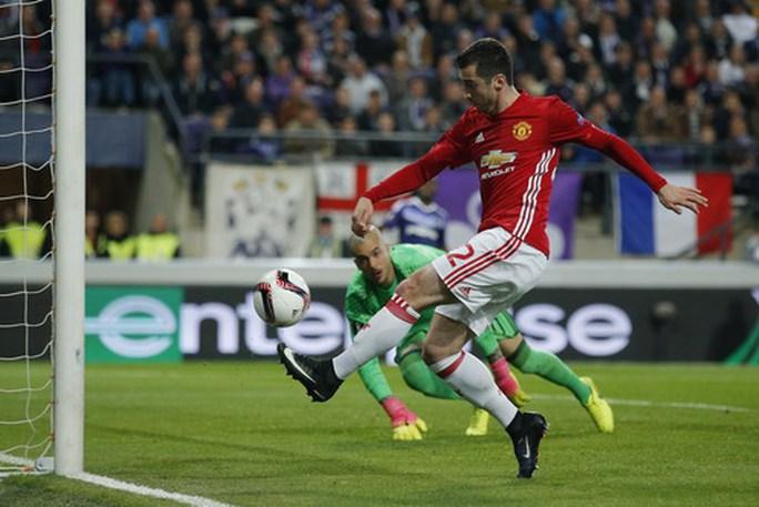 Mkhitaryan ghi bàn cho Quỷ đỏ