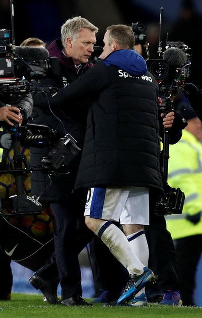 Rooney lập hat-trick, gieo sầu thầy cũ Moyes - Ảnh 4.