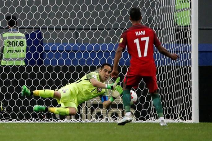 Người hùng Bravo hạ gục Bồ Đào Nha, đưa Chile vào chung kết - Ảnh 6.