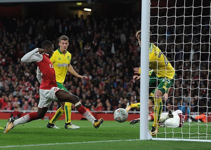 Man United hồi sinh ở League Cup, sao 18 tuổi giải cứu Arsenal - Ảnh 4.