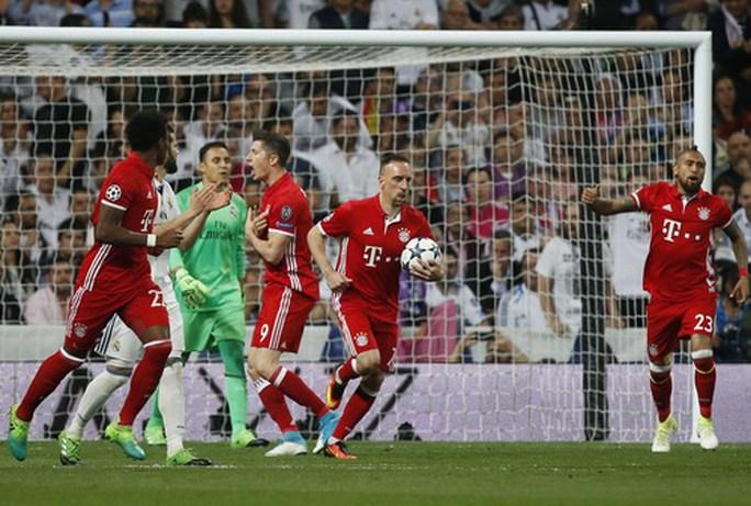 Bayern Munich tấn công dồn dập từ đầu trận