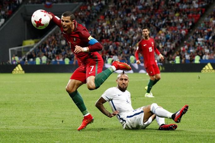Người hùng Bravo hạ gục Bồ Đào Nha, đưa Chile vào chung kết - Ảnh 3.