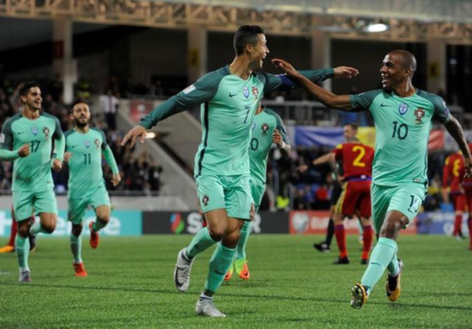 Ronaldo tỏa sáng, Bồ Đào Nha vẫn có nguy cơ bị loại - Ảnh 2.