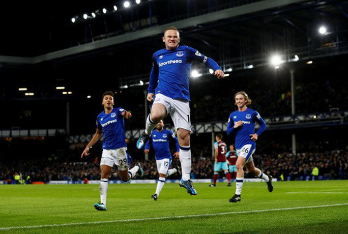 Rooney lập hat-trick, gieo sầu thầy cũ Moyes - Ảnh 3.