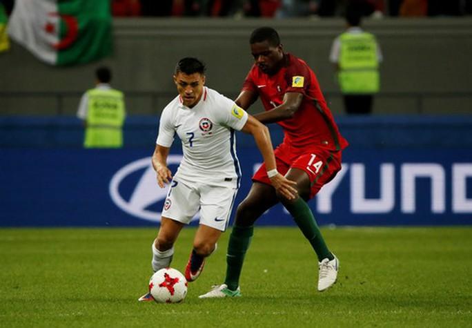 Người hùng Bravo hạ gục Bồ Đào Nha, đưa Chile vào chung kết - Ảnh 4.