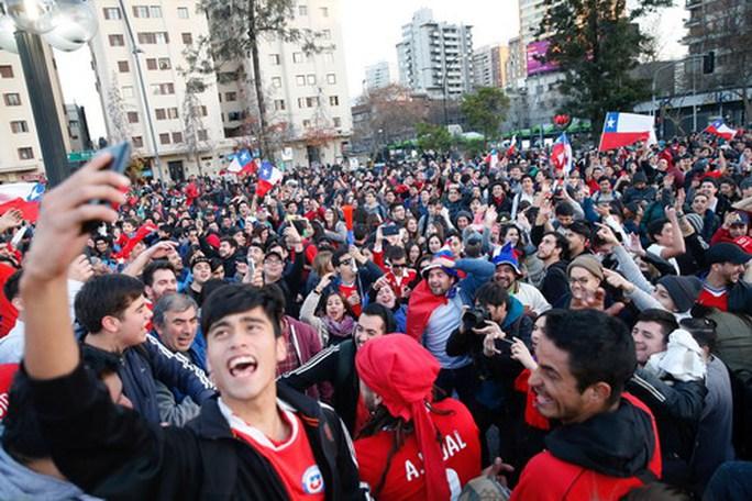 Người hùng Bravo hạ gục Bồ Đào Nha, đưa Chile vào chung kết - Ảnh 9.