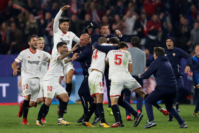 Rượt đuổi tỉ số điên rồ, Liverpool mất điểm khó tin - Ảnh 5.