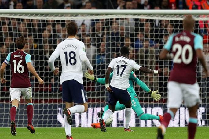 Thua thảm trận derby, Tottenham bị đá văng ở League Cup - Ảnh 1.